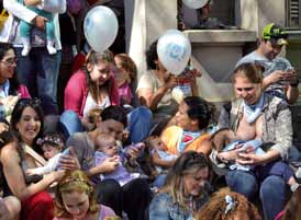 Fundação Abrinq Save the Children supported and promoted events in the Semana do Aleitamento Materno (Breastfeeding Week), in the first week of August, aiming at incentivizing breastfeeding as a form