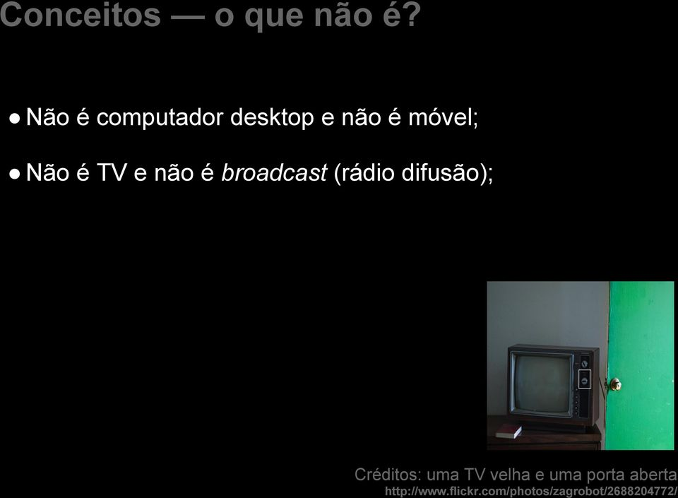 (rádio difusão); Old TV with open door by http://www.flickr.