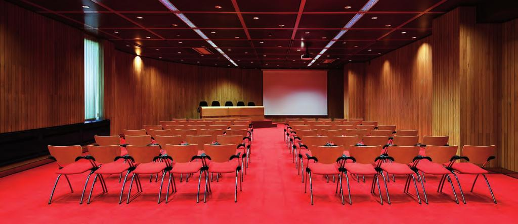 Sistema de internet wireless. This room is located on Level -1, close to Culturgest s Main Entrance and to the Main Auditorium. It has natural lighting, a carpeted floor and wooden wall panelling.